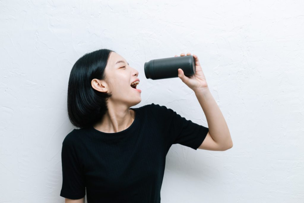 Experts recommend that you drink at least eight glasses (about two litres) of water throughout the day to keep your vocal cords healthy and voice strong.