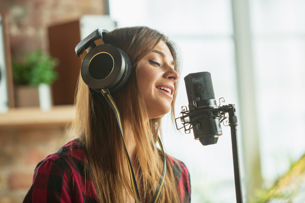 Every singer must prepare and avoid vocal cord problems before going to the studio.